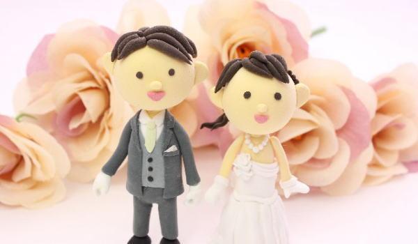 結婚式で両親へ感謝の言葉と花束贈呈するときにお世話になった両親に記念品をプレゼントする習慣はよく見かけます。
