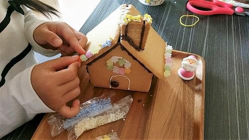 お菓子の家 デコレーション