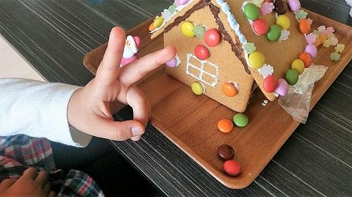 お菓子の家 デコレーション 完成